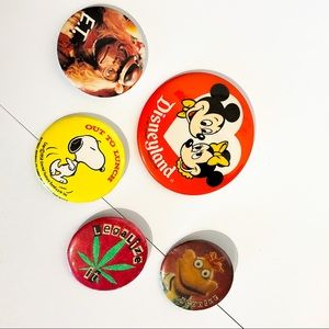 VINTAGE Assortment Of Buttons